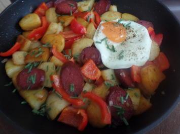 Rezept: Bratkartoffeln mit Chorizo und Paprika on Top mit einem Spiegelei