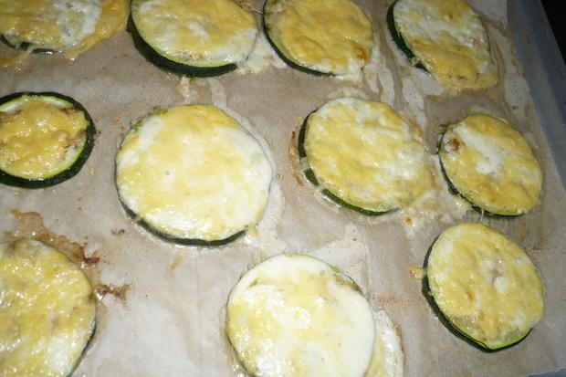 Zucchinischeiben mit Käse überbacken - Rezept - Bild Nr. 6