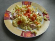 Leberkäsnudeln mit Tomatensauce a la Mama - Rezept