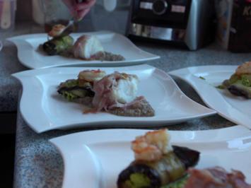 Rezept: Seeteufel im Speckmantel an Auberginenröllchen mit Erbsenfüllung