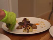 Rinderfilet mit Ochsenschwanz-Ravioli, dazu karamellisierte Zwiebeln - Rezept - Bild Nr. 2