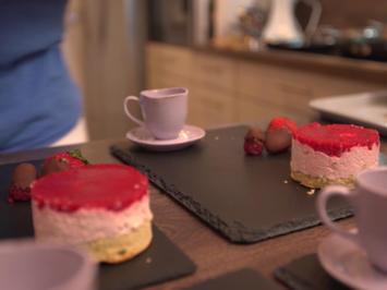 Himbeer-/Erdbeertürmchen mit Schokofrüchten - Rezept - Bild Nr. 2