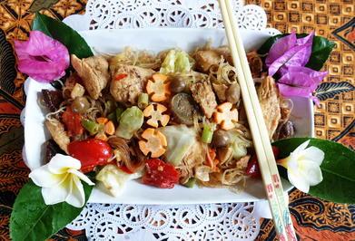 Kantonesische, gebratene Glasnudeln mit Hühnerfleisch und Pilzen - Rezept - Bild Nr. 2
