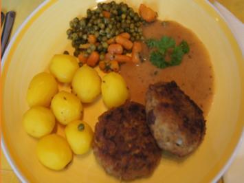 Steinpilzbuletten mit Sauce, Erbsen-Möhren-Gemüse und Drillingen - Rezept - Bild Nr. 2