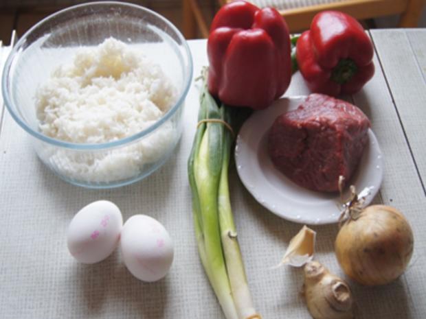 Gebratener Reis mit Ei und Rindfleisch mit Paprika-streifen und Zwiebeln im Wok - Rezept - Bild Nr. 3