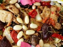 Gebratene Glasnudeln mit Schweinefleisch, Pilzen und Mandeln - Rezept - Bild Nr. 2