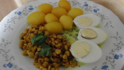 Gekochte Eier in Petersiliensauce mit gebratenen Buttermais und Pellkartoffeldrillingen - Rezept - Bild Nr. 2