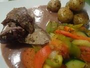 Lammkeule mit Gemüse und Rosmarin-Drillingen - Rezept - Bild Nr. 9536