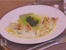 Ravioli mit Spinat-Ricotta Füllung in einem Traum von Salbei, Walnuss und Pinienkern - Rezept - Bild Nr. 2