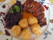 Knusper-Ente mit Mandelbällchen und Ananas-Mango-Rotkohl - Rezept - Bild Nr. 2