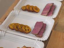 Tomahawk-Steak mit gerösteten Süßkartoffelscheiben, Korianderpesto, Chimichurri - Rezept - Bild Nr. 2
