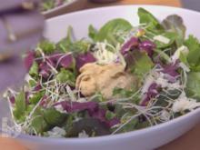 Pfifferling-Steinpilz-Mousse auf Rote-Bete-Carpaccio im Salatbett mit Brombeerdressing - Rezept - Bild Nr. 2