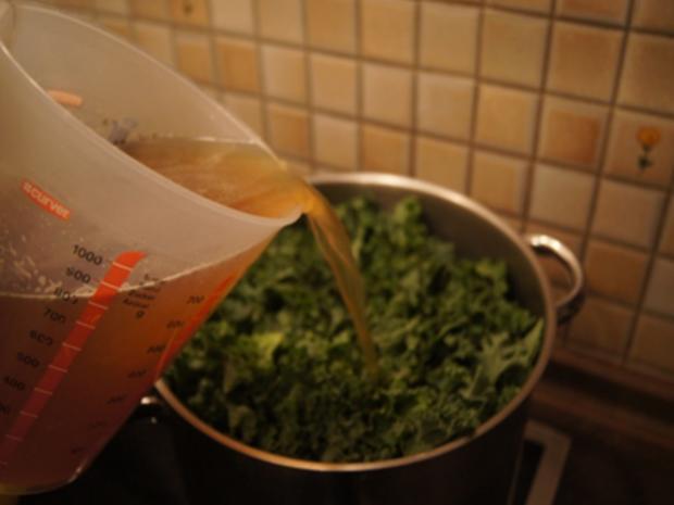 Grünkohl pikant gewürzt mit Brägenwurst, Schweine-braten Prager Art und Kartoffeln - Rezept - Bild Nr. 8
