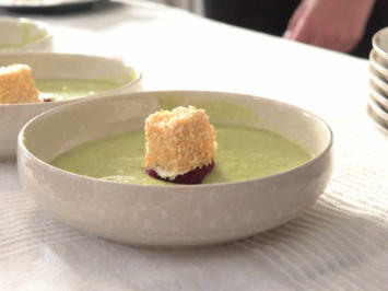 Im romantisch Grünen: Avocado, Gurke, Rote Bete, Sesamwürfel, Brot - Rezept - Bild Nr. 2