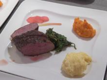 Lammlachse mit Portwein-Chilisauce, Pürees von Kartoffel und Süßkartoffel und Spinat - Rezept - Bild Nr. 2
