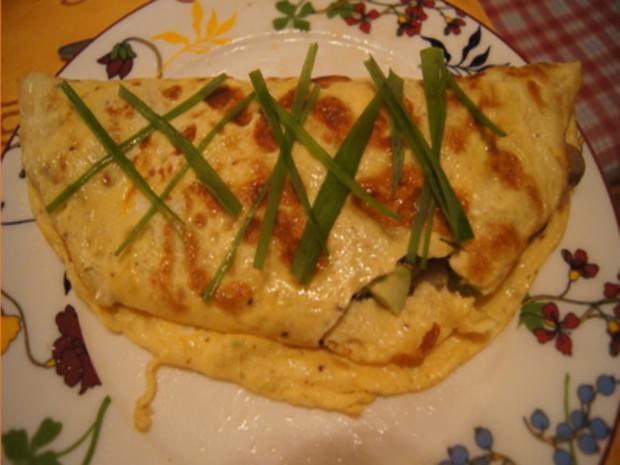 Herzhaftes Omelett mit Champignoneinlage, Feta Käse und Avocado - Rezept - Bild Nr. 2
