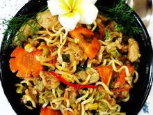 Gebratene, chinesische Eiernudeln mit Gemüse und Hühnerfleisch - Rezept - Bild Nr. 2