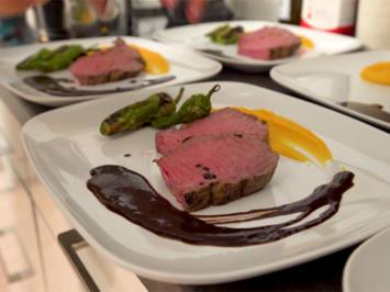 Roastbeef mit Brezencrumble, Süßkartoffelpüree und Pimientos de Padron - Rezept - Bild Nr. 2