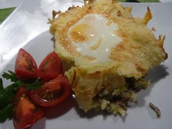 """Rezept: Kartoffel-Hack-Auflauf mit """"integriertem Spiegelei"""""""