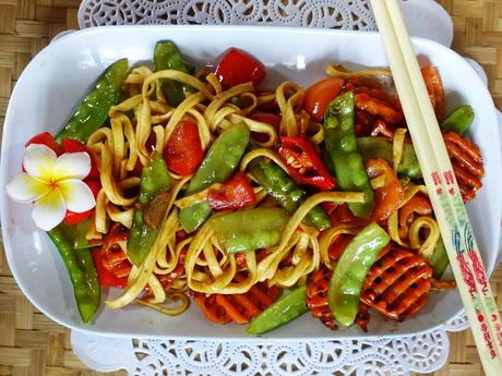 Breite chinesische Eiernudeln mit Gemüse und Austernsauce - Rezept - Bild Nr. 2