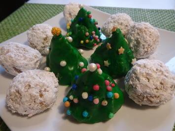 Rezept: Weihnachtsbäumchen und Schneebälle