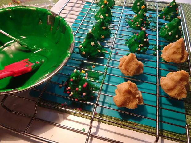 Weihnachtsbäumchen und Schneebälle - Rezept - Bild Nr. 9599