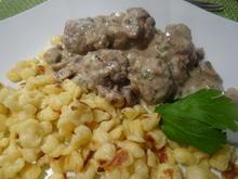 Hackbällchen in Pilz-Rahmsoße mit Butter-Knöpfle - Rezept - Bild Nr. 2