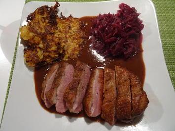 Barbarie-Entenbrust mit Glühwein-Lebkuchensoße und Steckrüben-Rösti - Rezept - Bild Nr. 2