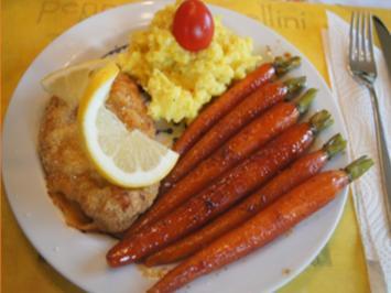 Wiener Schnitzel vom Schwein mit Honig-Bundmöhren und Sahne-Kartoffelstampf - Rezept - Bild Nr. 2