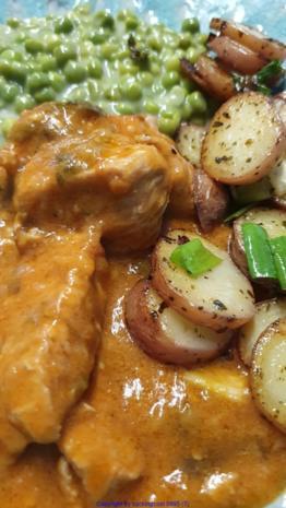 Hähnchenbrust als Gulasch mit Erbsen und Kartoffelscheiben - Rezept - Bild Nr. 5