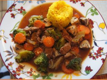 Schweinefilet mit Brokkoli und Gemüsemix im Wok mit gelben Basmatireis - Rezept - Bild Nr. 2
