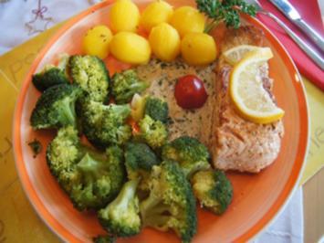 Lachsfilet mit Sauce, Brokkoli und Drillingen - Rezept - Bild Nr. 2