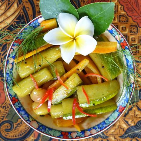 Gewürzte Gurkenstücke auf malayische Art - Rezept - Bild Nr. 9