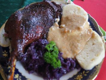 Gänsekeule mit Sauce, Ananas-Mango-Rotkohl und böhmischen Knödeln - Rezept - Bild Nr. 2