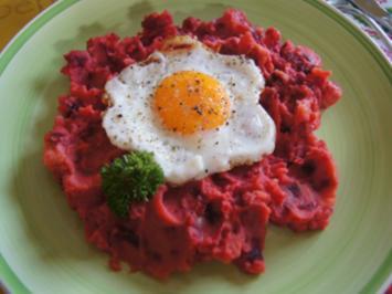 Rote-Bete-Kartoffel-Stampf mit Spiegelei und Chinakohlsalat - Rezept - Bild Nr. 2