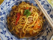 Chinesische Nudeln mit Schweinefilet, gemischten Gemüse und Ei im Wok - Rezept - Bild Nr. 2