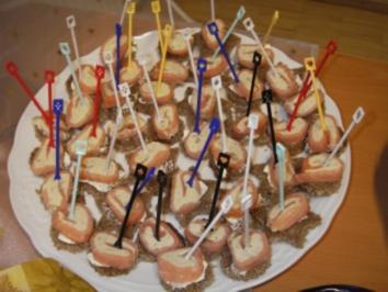 Rezept: Räucherlachs-Forellen-Rolle auf Pumpernickel