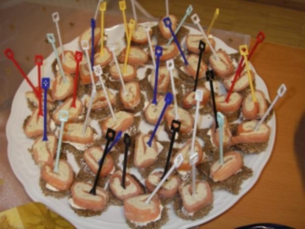Räucherlachs-Forellen-Rolle auf Pumpernickel - Rezept