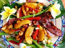 Grüner Bohnensalat mit karamellisierten Birnen, Macadamia-Nüssen und Speck - Rezept - Bild Nr. 2