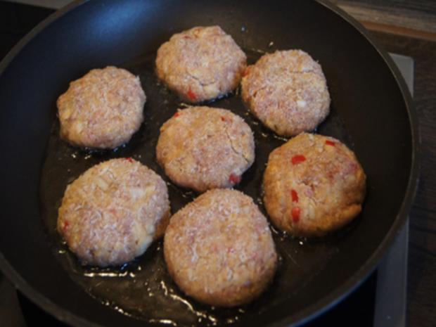 Herzhafte Buletten mit pikanter Sauce, Brokkoli und Corne de Gâtes - Rezept - Bild Nr. 7