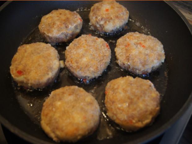 Herzhafte Buletten mit pikanter Sauce, Brokkoli und Corne de Gâtes - Rezept - Bild Nr. 8