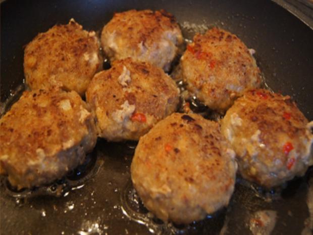 Herzhafte Buletten mit pikanter Sauce, Brokkoli und Corne de Gâtes - Rezept - Bild Nr. 9