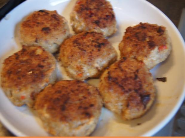 Herzhafte Buletten mit pikanter Sauce, Brokkoli und Corne de Gâtes - Rezept - Bild Nr. 10