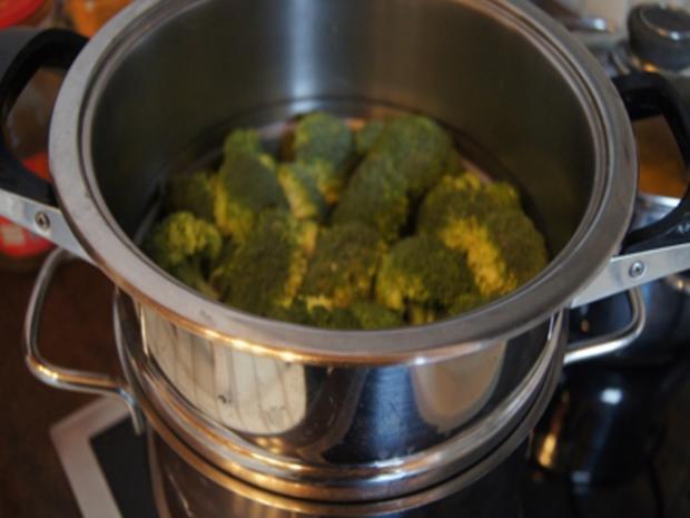 Herzhafte Buletten mit pikanter Sauce, Brokkoli und Corne de Gâtes - Rezept - Bild Nr. 14