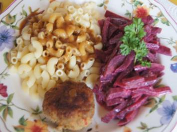 Bulette mit Rote-Bete-Salat und Hörnchen Nudeln mit pikanter Sauce - Rezept - Bild Nr. 2