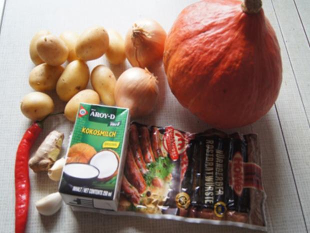 Pikant gewürzte Kürbissuppe mit Kartoffel- und Rostbratwurst-Einlage - Rezept - Bild Nr. 3