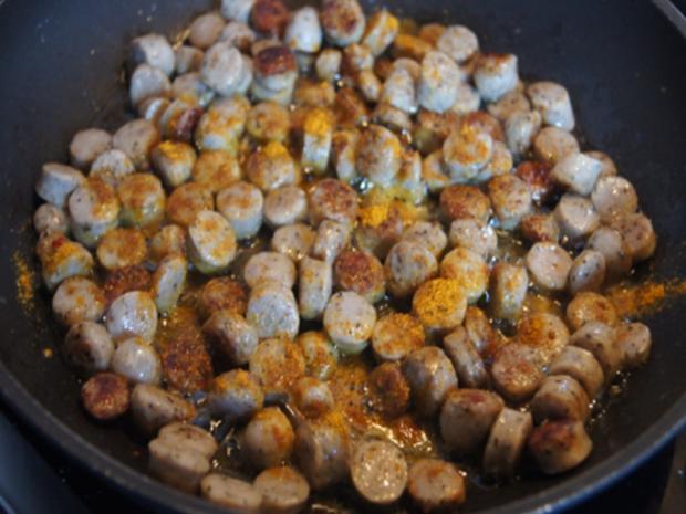 Pikant gewürzte Kürbissuppe mit Kartoffel- und Rostbratwurst-Einlage - Rezept - Bild Nr. 17