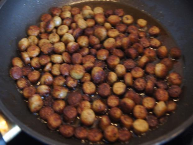 Pikant gewürzte Kürbissuppe mit Kartoffel- und Rostbratwurst-Einlage - Rezept - Bild Nr. 19