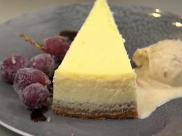 Rezept: Cheesecake an Erdnuss-Karamell-Eis