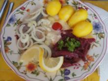 Matjesfilet mit Hausfrauensauce, Pellkartoffel-Drillingen und Rote Bete Salat - Rezept - Bild Nr. 3